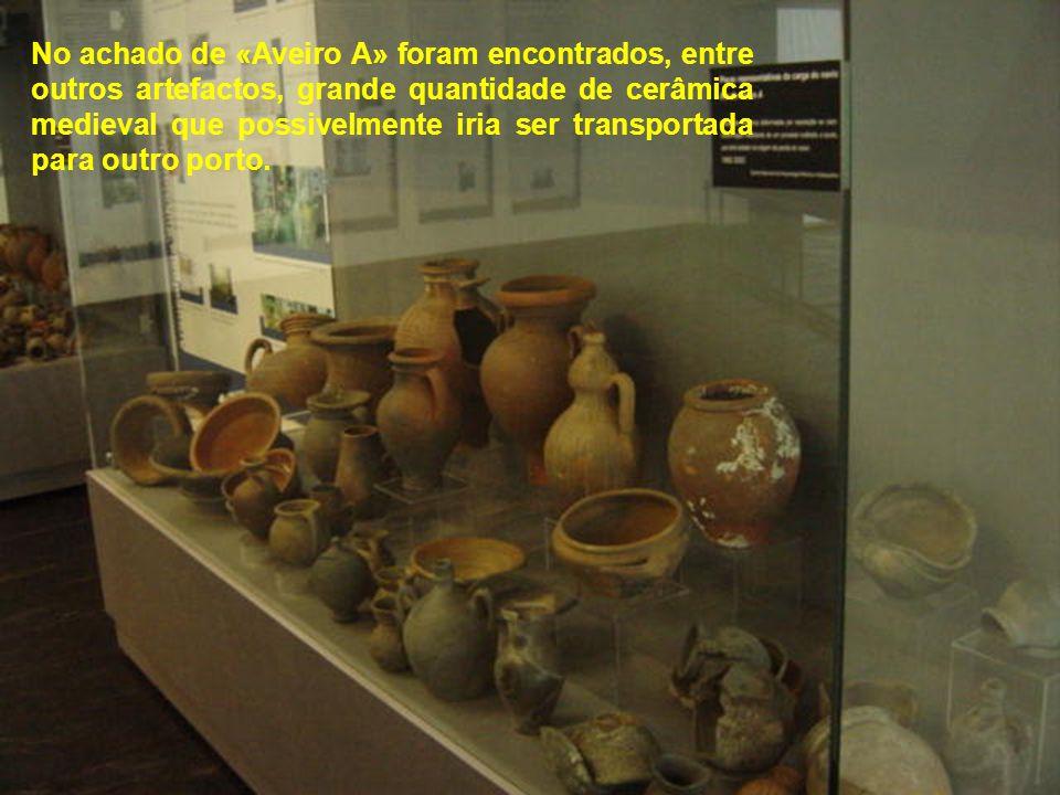 No achado de «Aveiro A» foram encontrados, entre outros artefactos, grande quantidade de cerâmica medieval que possivelmente iria ser transportada para outro porto.