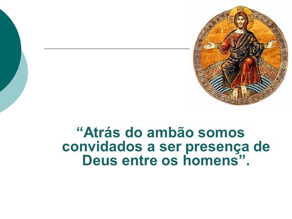 Atrás do ambão somos convidados a ser presença de Deus entre os homens .