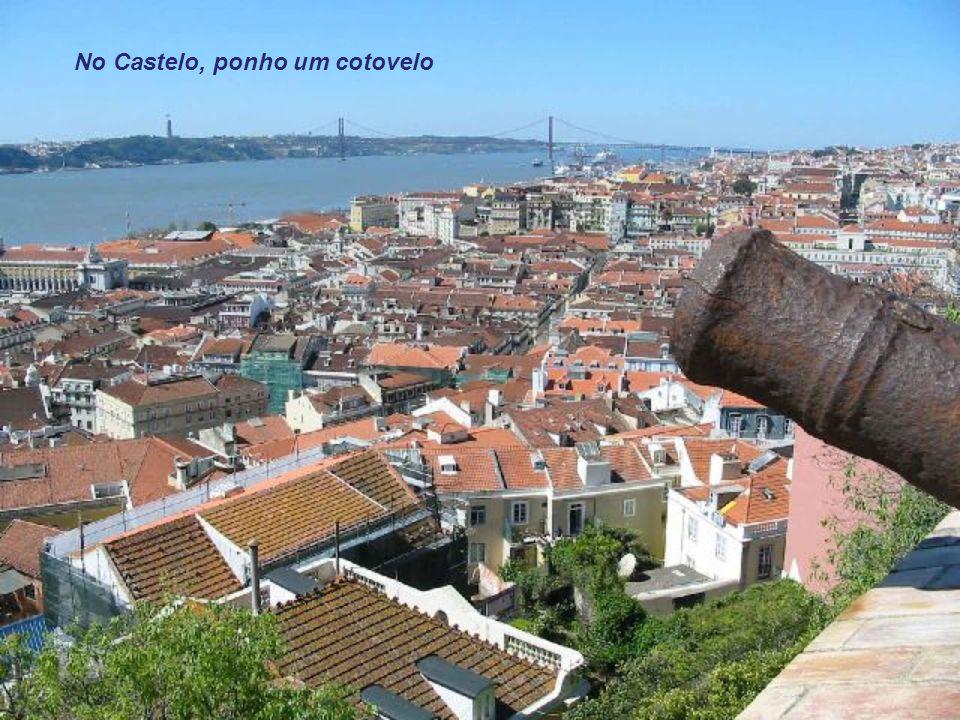 No Castelo, ponho um cotovelo