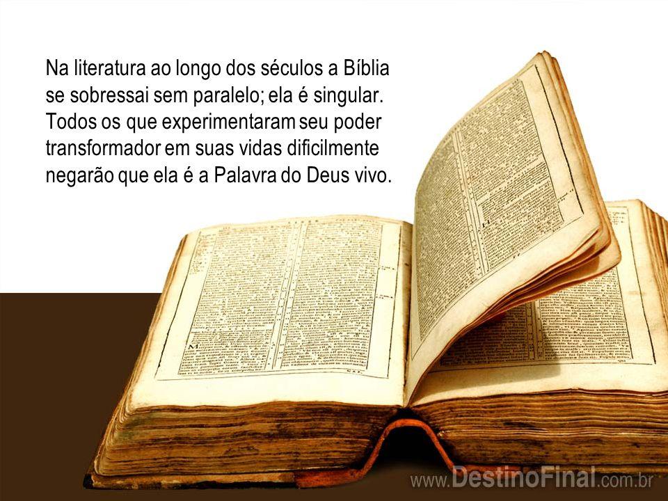 Na literatura ao longo dos séculos a Bíblia se sobressai sem paralelo; ela é singular.