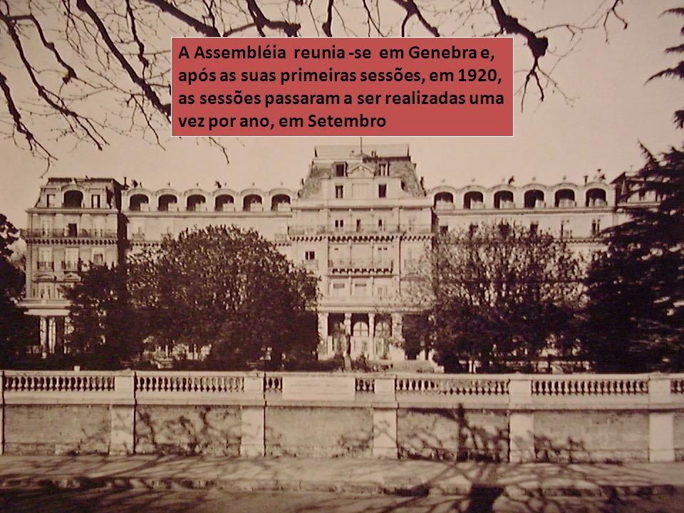A Assembléia reunia -se em Genebra e, após as suas primeiras sessões, em 1920, as sessões passaram a ser realizadas uma vez por ano, em Setembro
