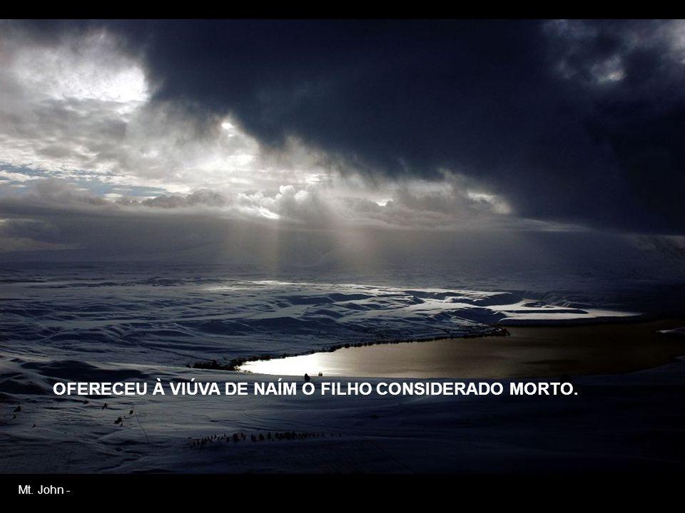 OFERECEU À VIÚVA DE NAÍM O FILHO CONSIDERADO MORTO.