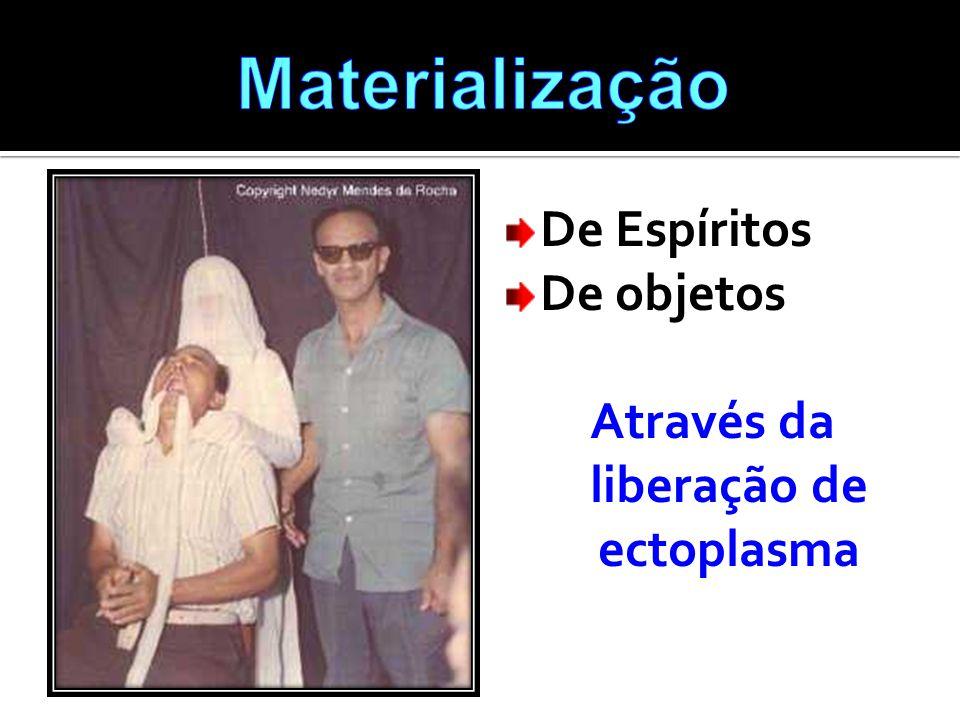 Através da liberação de ectoplasma