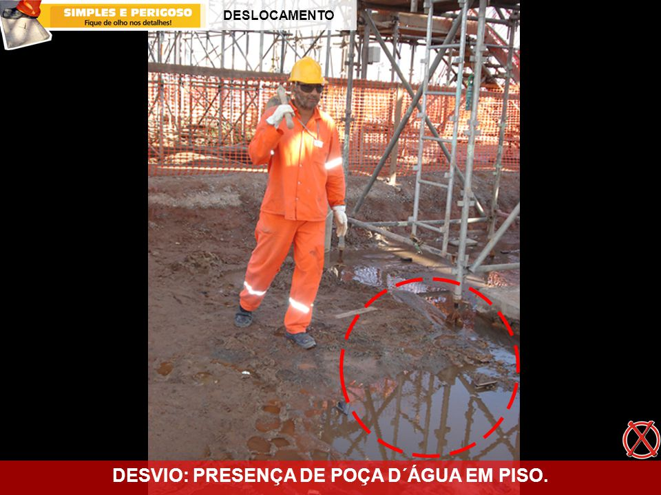 DESVIO: PRESENÇA DE POÇA D´ÁGUA EM PISO.
