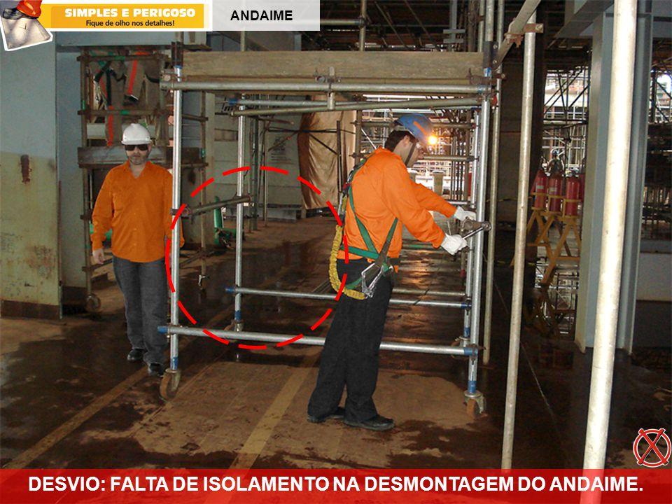 DESVIO: FALTA DE ISOLAMENTO NA DESMONTAGEM DO ANDAIME.