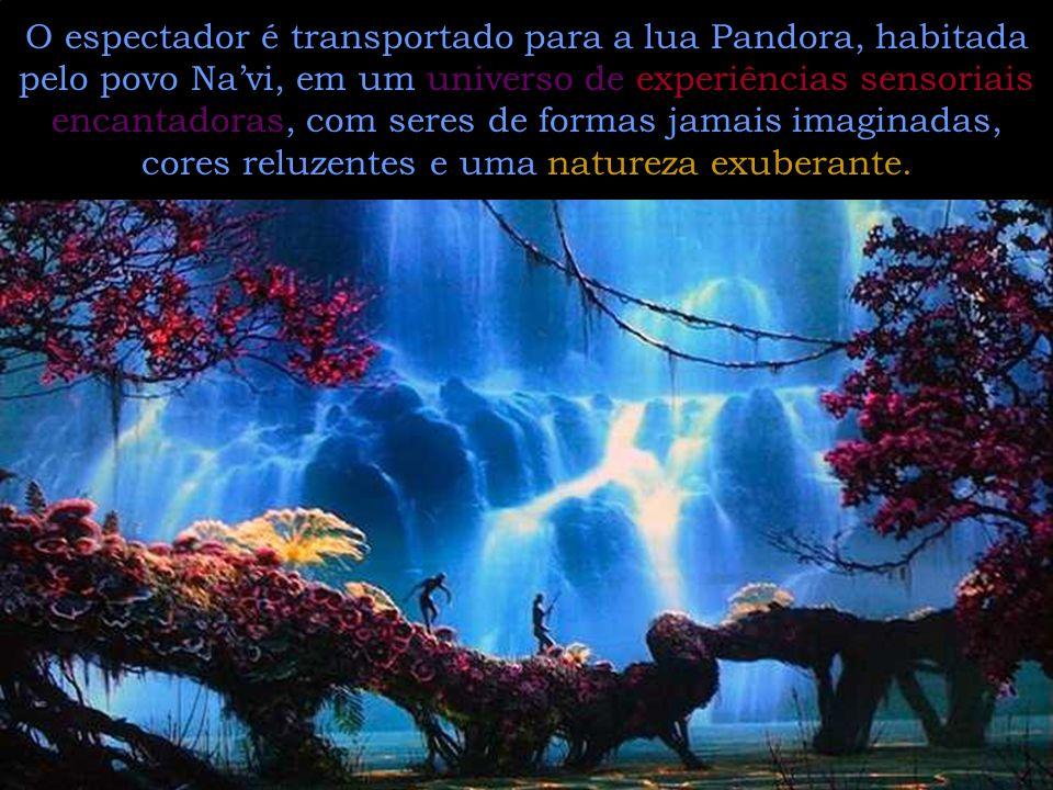 O espectador é transportado para a lua Pandora, habitada pelo povo Na'vi, em um universo de experiências sensoriais encantadoras, com seres de formas jamais imaginadas, cores reluzentes e uma natureza exuberante.