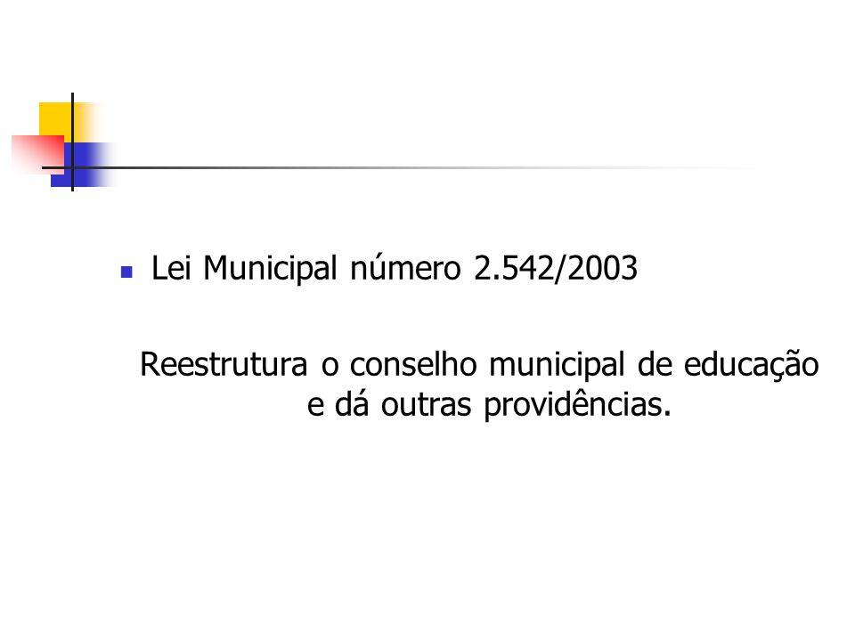 Reestrutura o conselho municipal de educação e dá outras providências.