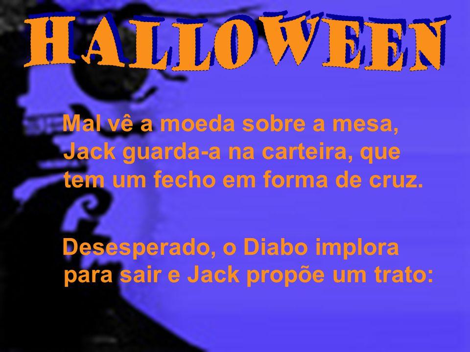 Halloween Mal vê a moeda sobre a mesa, Jack guarda-a na carteira, que tem um fecho em forma de cruz.