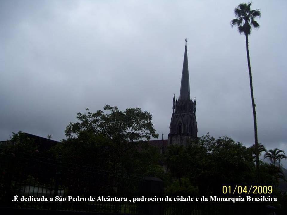 .É dedicada a São Pedro de Alcântara , padroeiro da cidade e da Monarquia Brasileira
