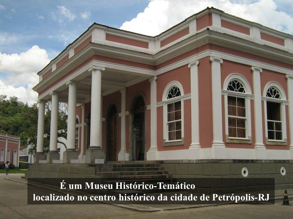 É um Museu Histórico-Temático