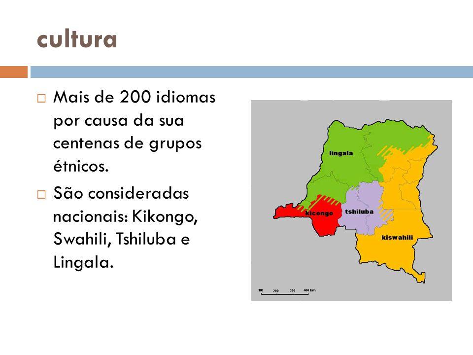 cultura Mais de 200 idiomas por causa da sua centenas de grupos étnicos.