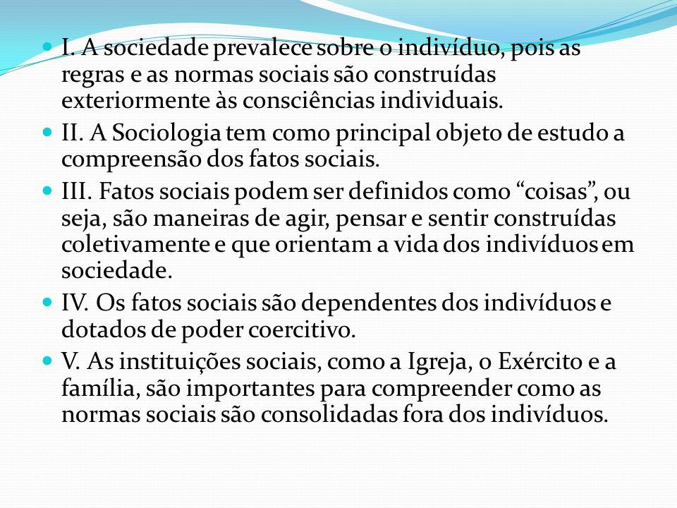 I. A sociedade prevalece sobre o indivíduo, pois as regras e as normas sociais são construídas exteriormente às consciências individuais.