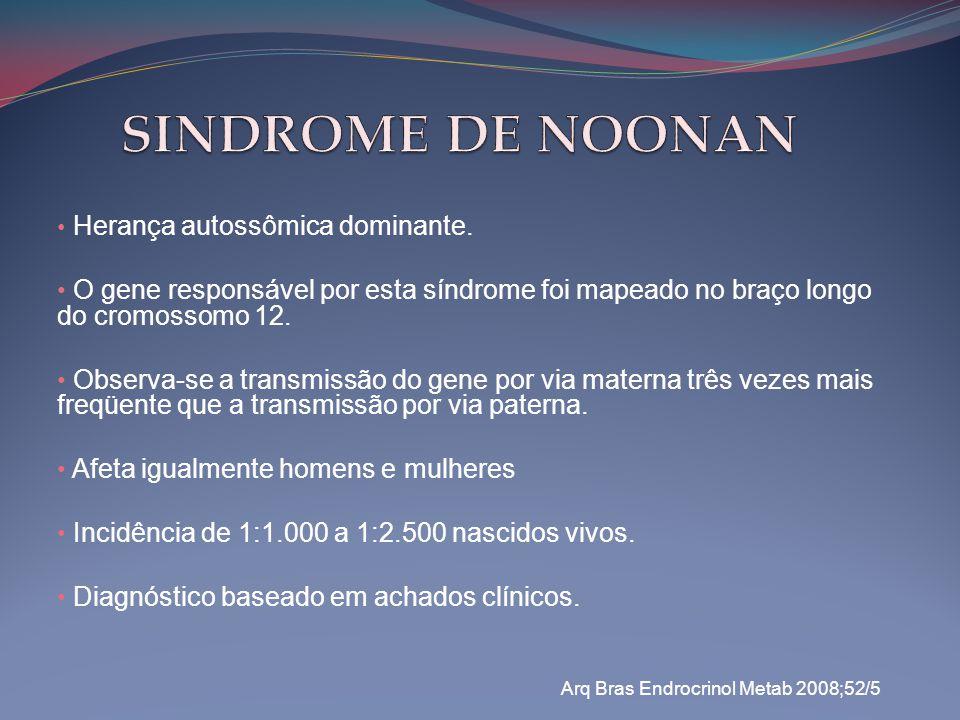 SINDROME DE NOONAN Herança autossômica dominante. O gene responsável por esta síndrome foi mapeado no braço longo do cromossomo 12.