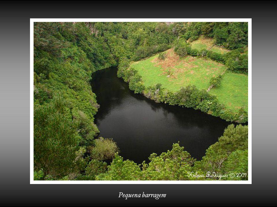 Pequena barragem