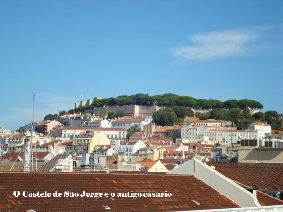 O Castelo de São Jorge e o antigo casario