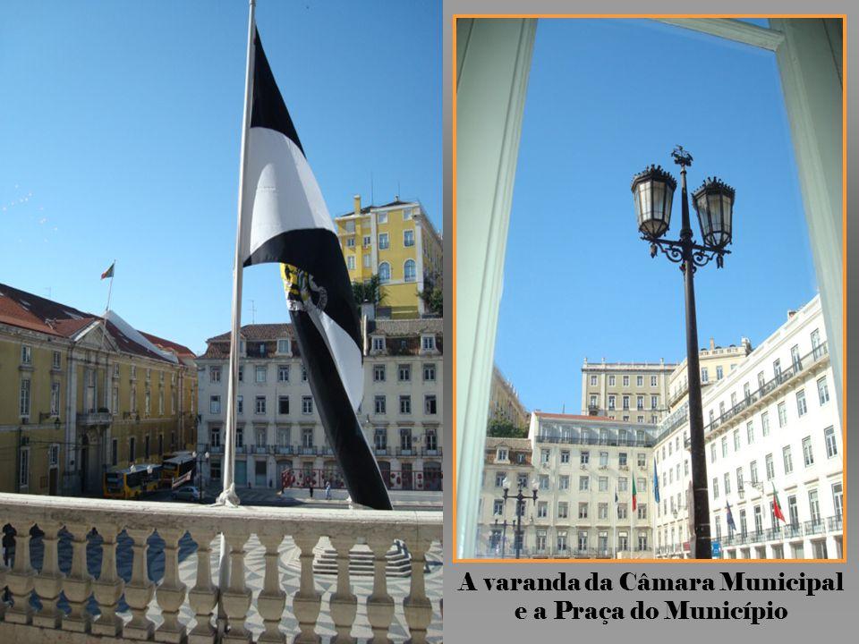 A varanda da Câmara Municipal e a Praça do Município