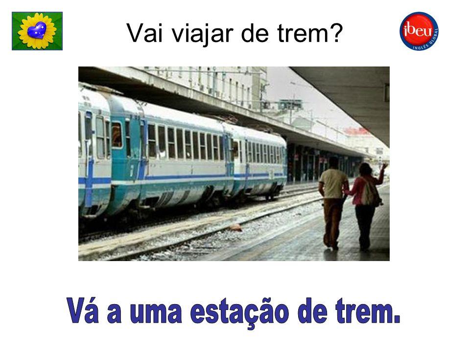Vai viajar de trem Vá a uma estação de trem.