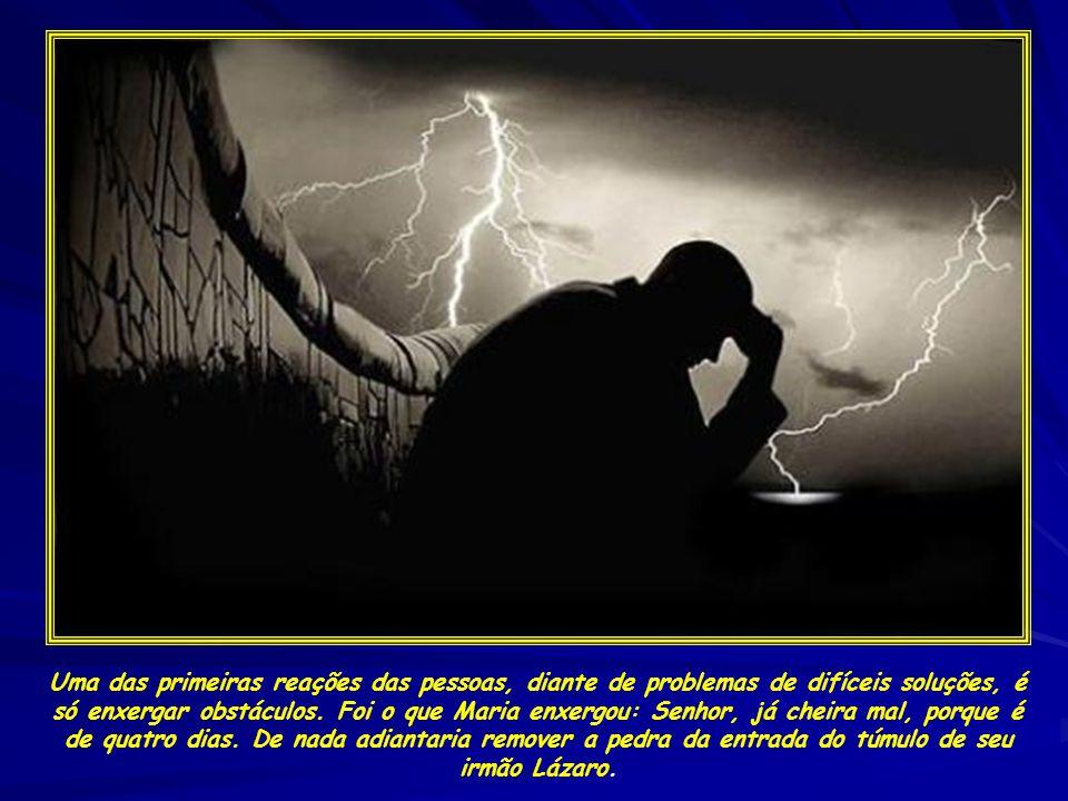 Uma das primeiras reações das pessoas, diante de problemas de difíceis soluções, é só enxergar obstáculos.