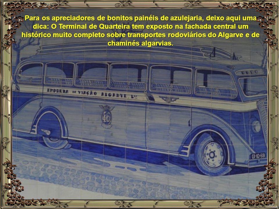Para os apreciadores de bonitos painéis de azulejaria, deixo aqui uma dica: O Terminal de Quarteira tem exposto na fachada central um histórico muito completo sobre transportes rodoviários do Algarve e de chaminés algarvias.