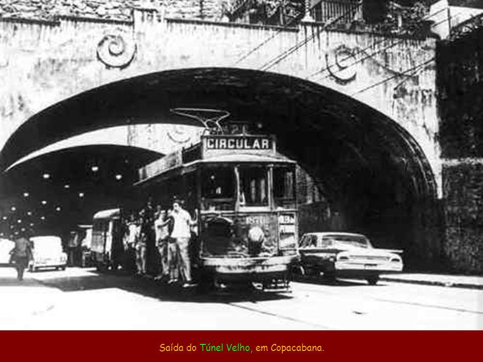 Saída do Túnel Velho, em Copacabana.