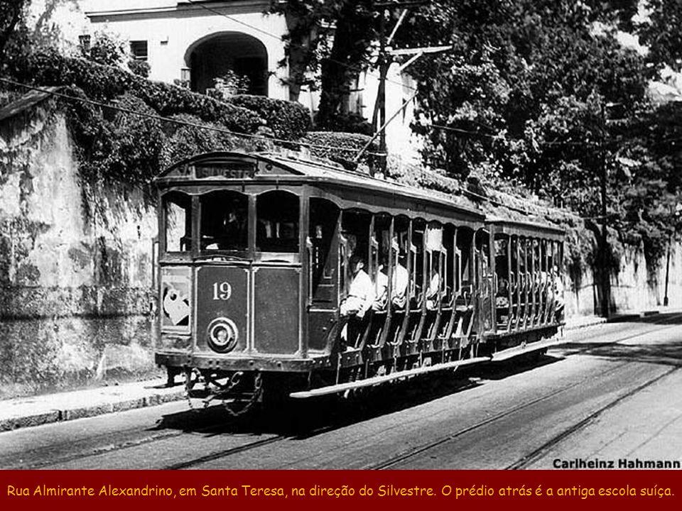 Rua Almirante Alexandrino, em Santa Teresa, na direção do Silvestre