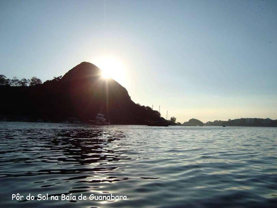 Pôr do Sol na Baía de Guanabara.