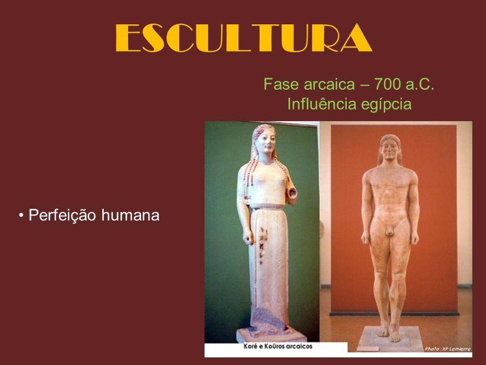 ESCULTURA Fase arcaica – 700 a.C. Influência egípcia
