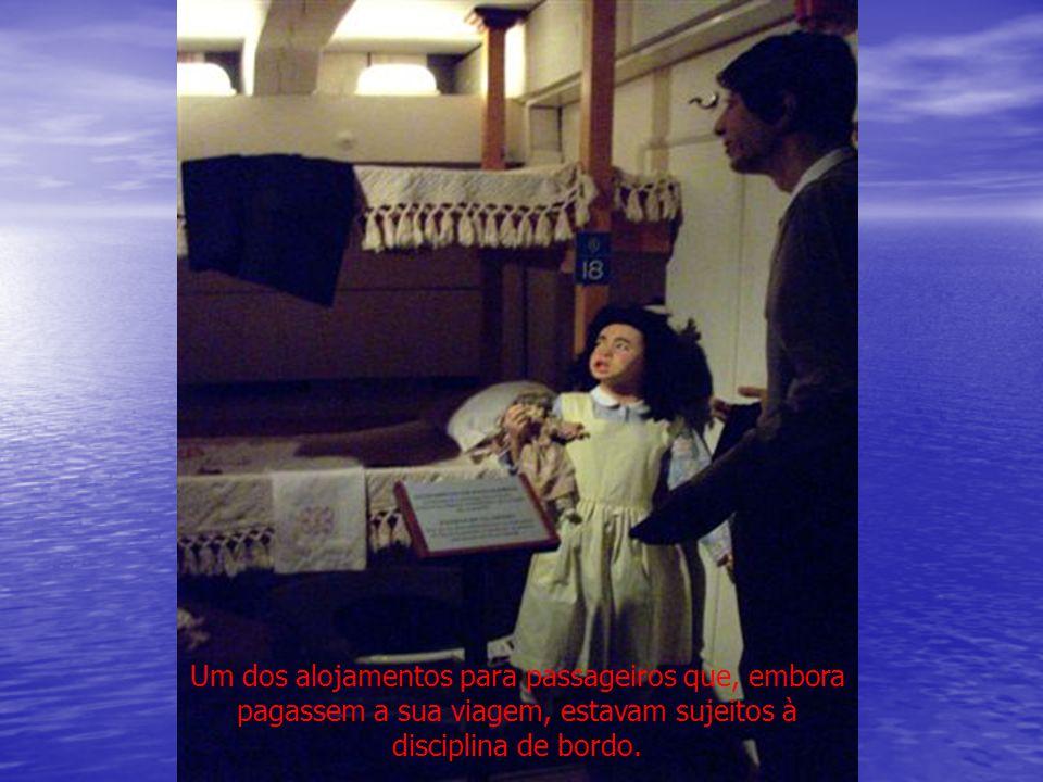 Um dos alojamentos para passageiros que, embora pagassem a sua viagem, estavam sujeitos à disciplina de bordo.