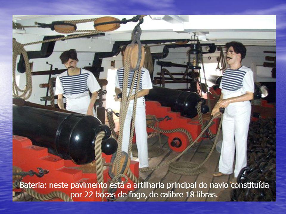 Bateria: neste pavimento está a artilharia principal do navio constituída por 22 bocas de fogo, de calibre 18 libras.