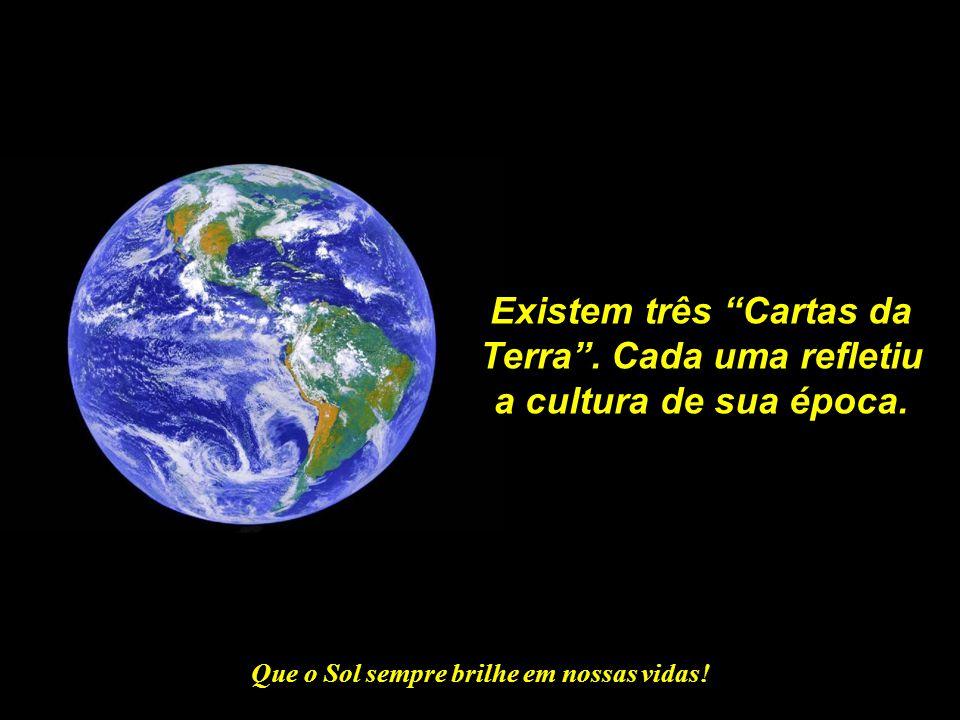 Existem três Cartas da Terra . Cada uma refletiu