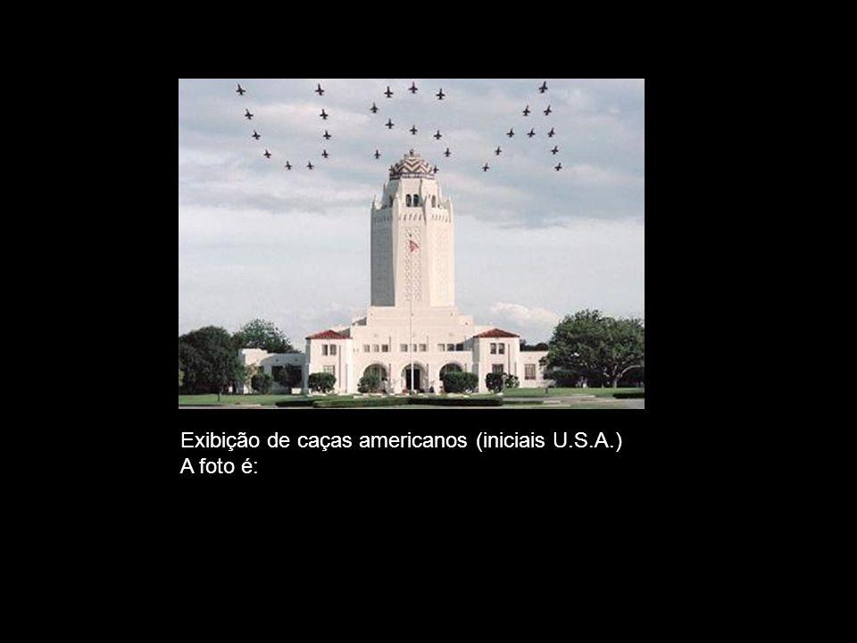Exibição de caças americanos (iniciais U.S.A.)