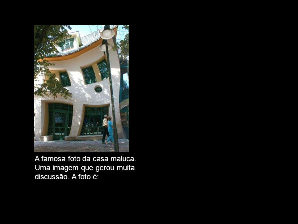 VERDADEIRA A famosa foto da casa maluca. Uma imagem que gerou muita