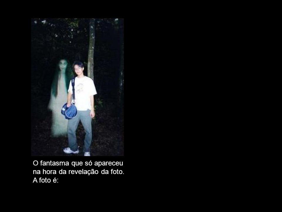 FALSA. O fantasma que só apareceu na hora da revelação da foto.