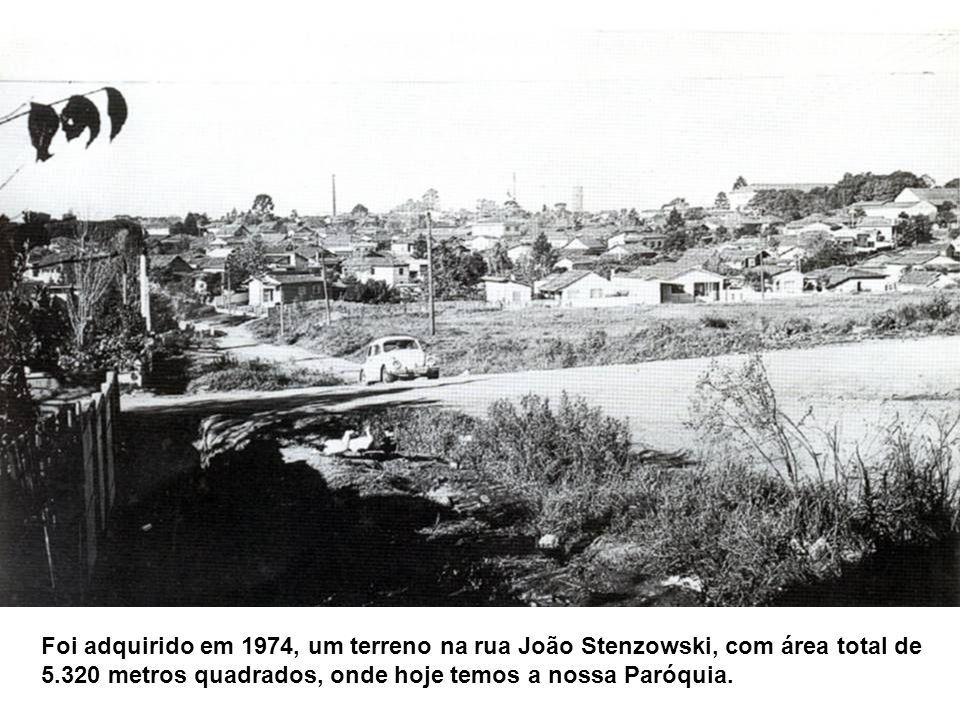 Foi adquirido em 1974, um terreno na rua João Stenzowski, com área total de