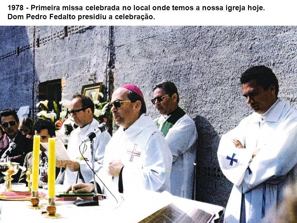 1978 - Primeira missa celebrada no local onde temos a nossa igreja hoje.