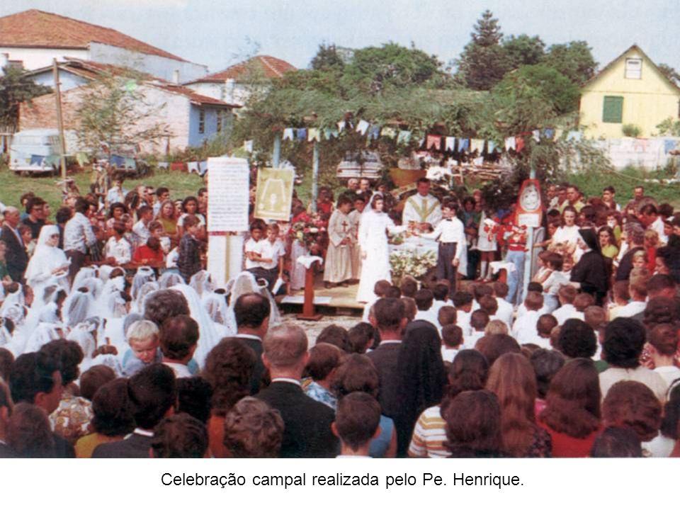 Celebração campal realizada pelo Pe. Henrique.