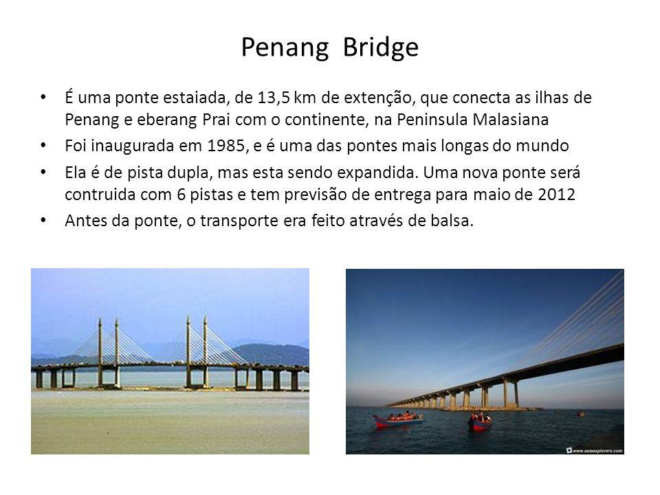 Penang Bridge É uma ponte estaiada, de 13,5 km de extenção, que conecta as ilhas de Penang e eberang Prai com o continente, na Peninsula Malasiana.