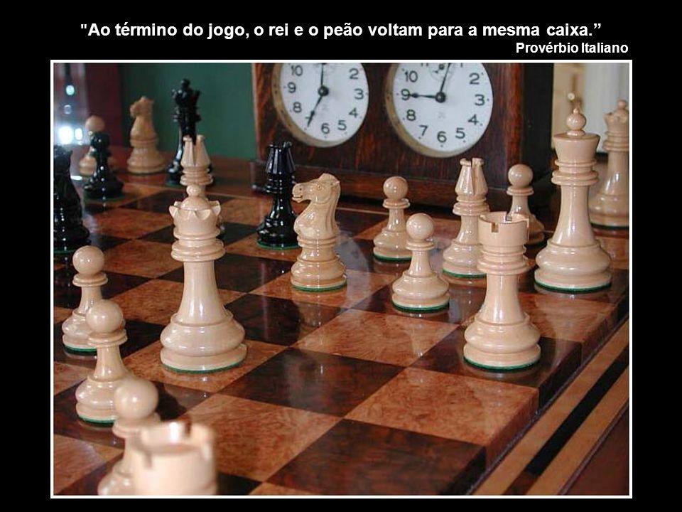 Ao término do jogo, o rei e o peão voltam para a mesma caixa.