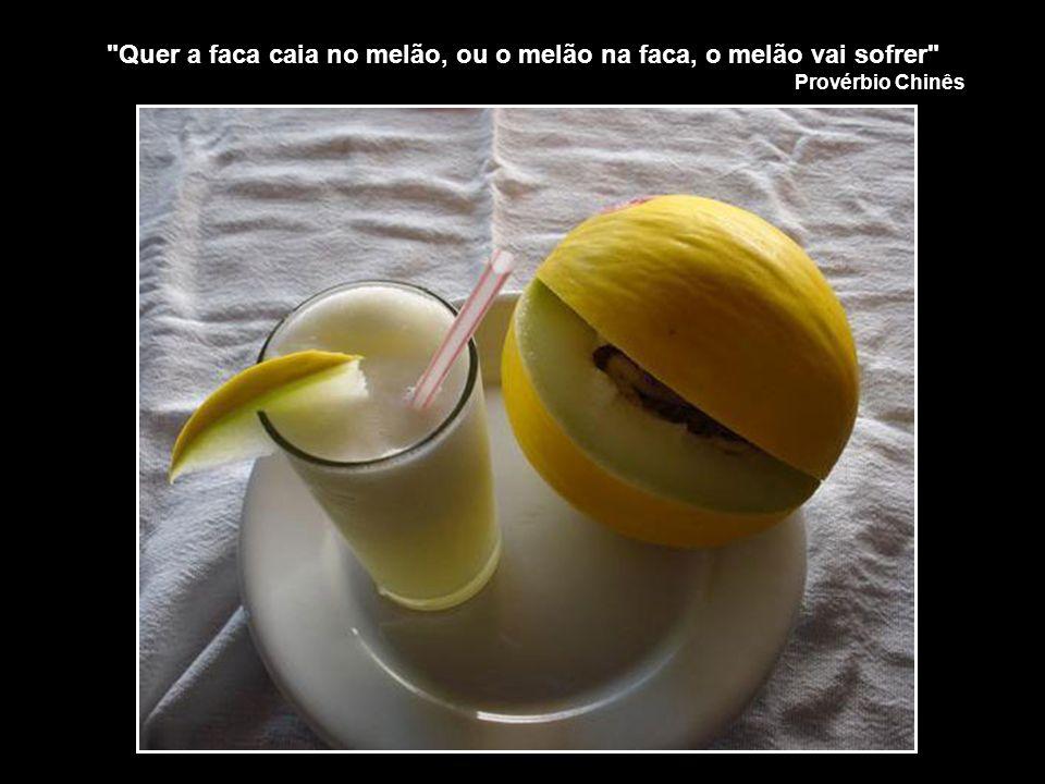 Quer a faca caia no melão, ou o melão na faca, o melão vai sofrer
