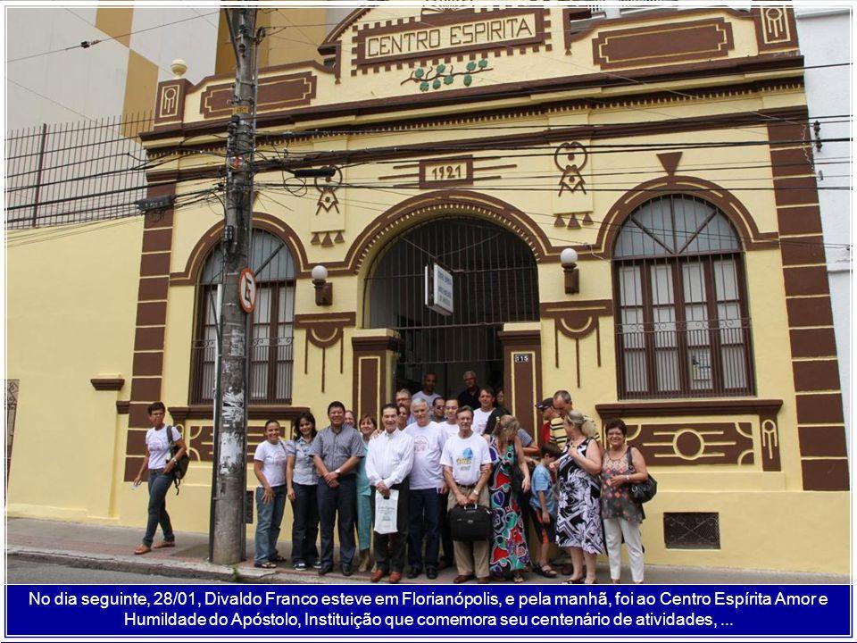 No dia seguinte, 28/01, Divaldo Franco esteve em Florianópolis, e pela manhã, foi ao Centro Espírita Amor e Humildade do Apóstolo, Instituição que comemora seu centenário de atividades, ...