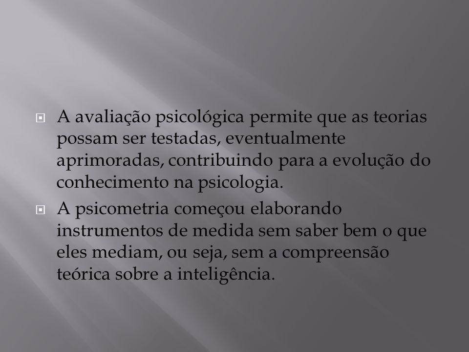 A avaliação psicológica permite que as teorias possam ser testadas, eventualmente aprimoradas, contribuindo para a evolução do conhecimento na psicologia.