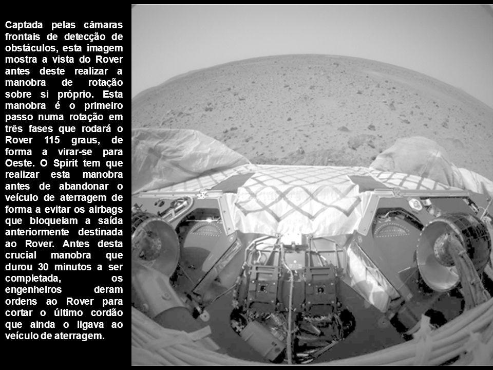Captada pelas câmaras frontais de detecção de obstáculos, esta imagem mostra a vista do Rover antes deste realizar a manobra de rotação sobre si próprio.