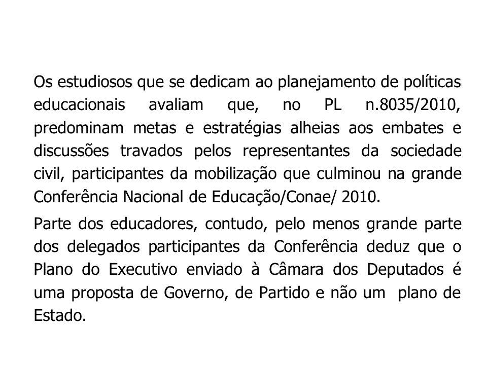 Os estudiosos que se dedicam ao planejamento de políticas educacionais avaliam que, no PL n.8035/2010, predominam metas e estratégias alheias aos embates e discussões travados pelos representantes da sociedade civil, participantes da mobilização que culminou na grande Conferência Nacional de Educação/Conae/ 2010.