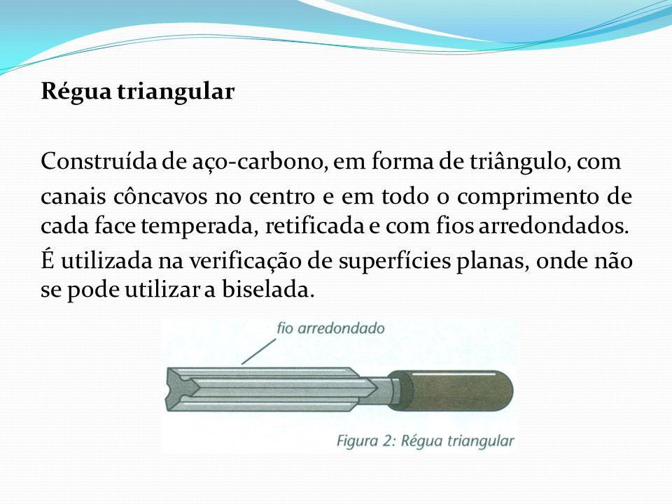 Régua triangular Construída de aço-carbono, em forma de triângulo, com canais côncavos no centro e em todo o comprimento de cada face temperada, retificada e com fios arredondados.