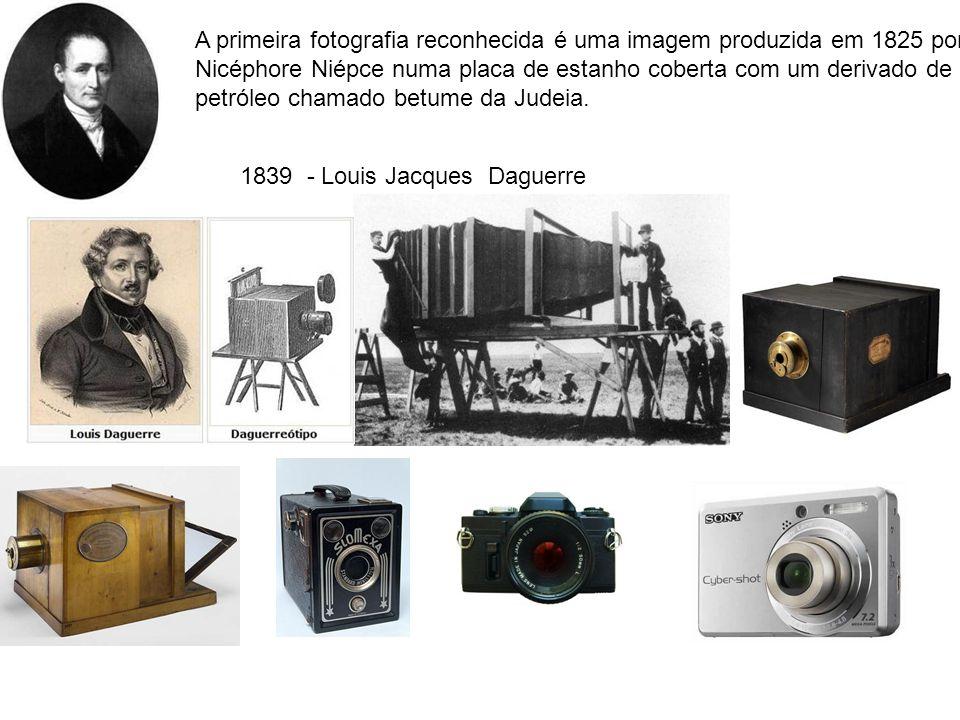 A primeira fotografia reconhecida é uma imagem produzida em 1825 por Nicéphore Niépce numa placa de estanho coberta com um derivado de petróleo chamado betume da Judeia.