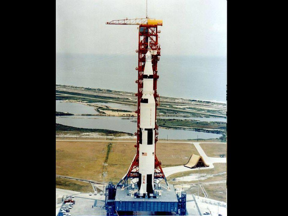 http://www.apolloarchive.com/apollo/gallery/KSC-69PC-366_t.jpg Apollo 11 na plataforma de lançamento nº39.