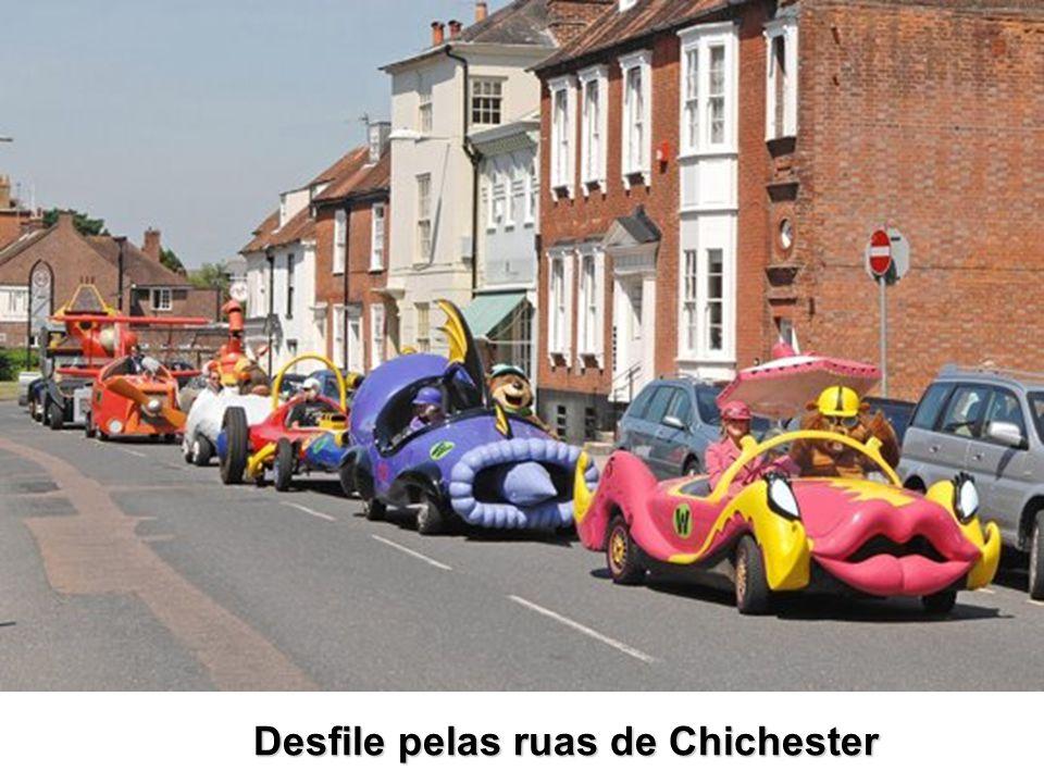 Desfile pelas ruas de Chichester