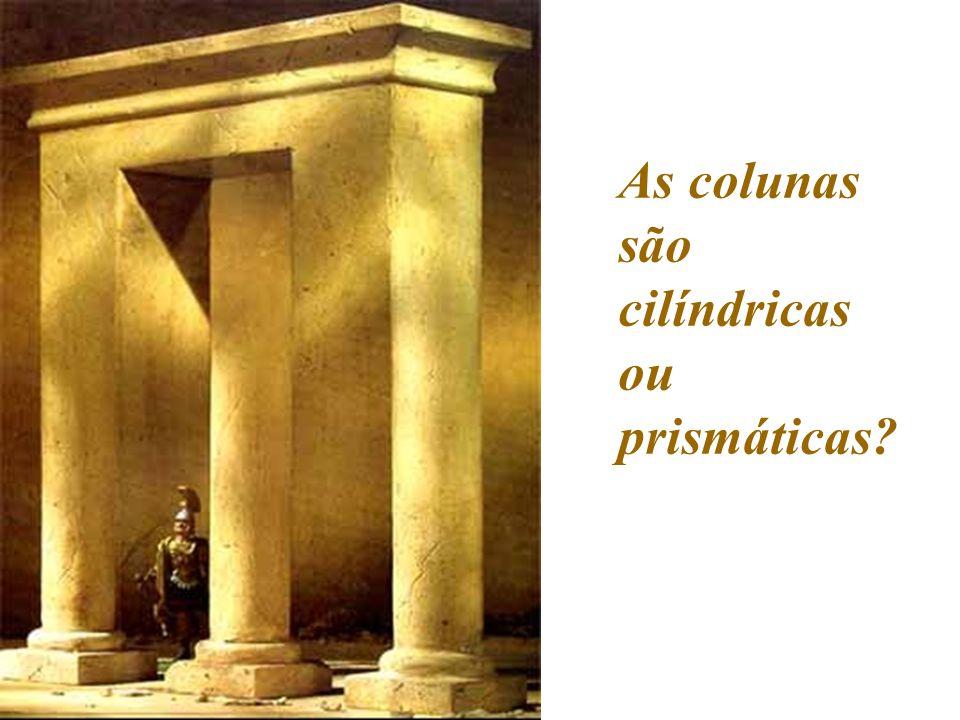 As colunas são cilíndricas ou prismáticas