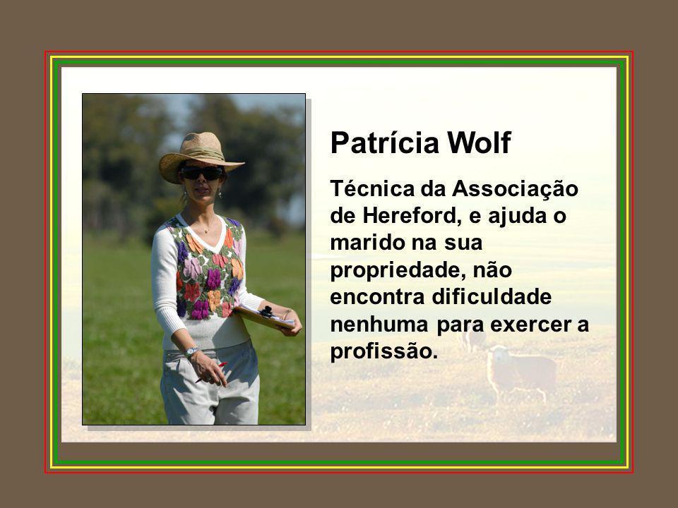 Patrícia Wolf Técnica da Associação de Hereford, e ajuda o marido na sua propriedade, não encontra dificuldade nenhuma para exercer a profissão.