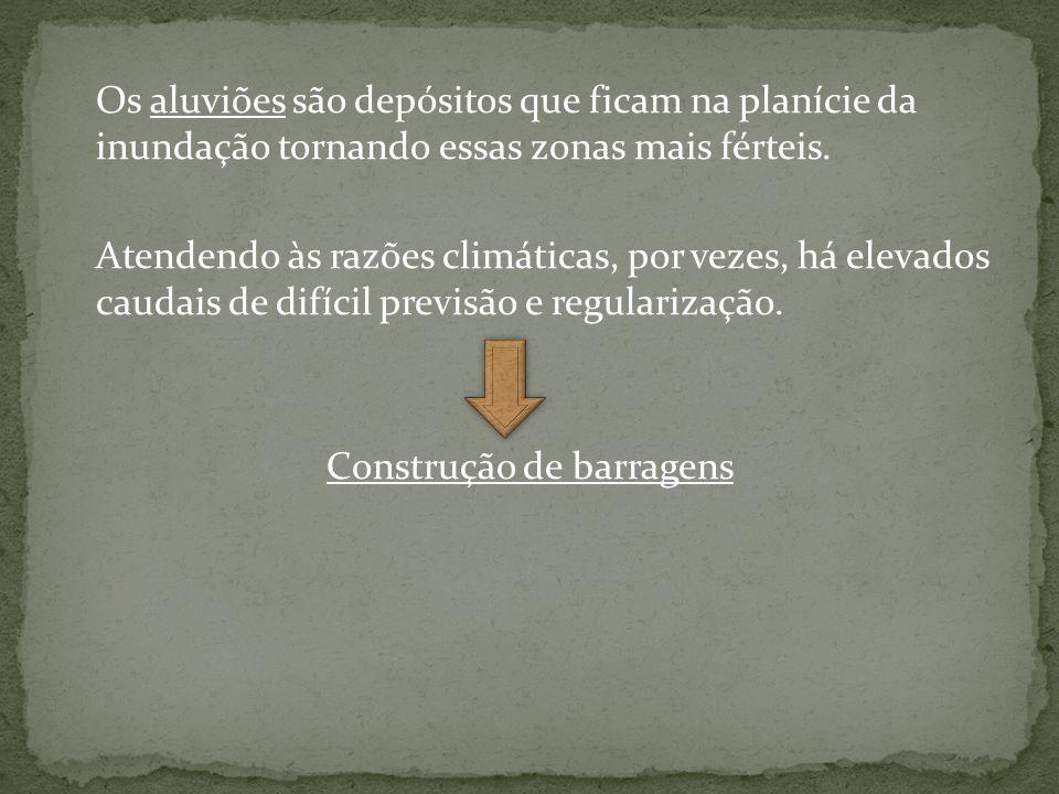 Os aluviões são depósitos que ficam na planície da inundação tornando essas zonas mais férteis.